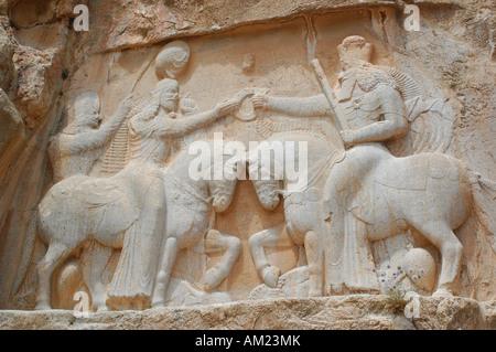 La investidura de Ardashir I por Ahura Mazda en Naqsh e Rustam IRÁN