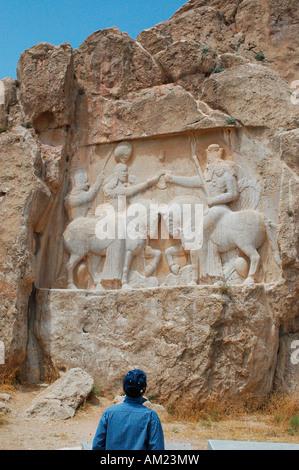 La investidura de Ardashir I por Ahura Mazda en Naqsh e Rustam IRÁN Foto de stock