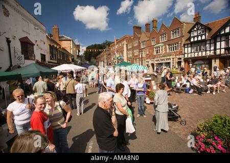 West Sussex South Downs Arundel High Street Town y Country feria callejera en progreso