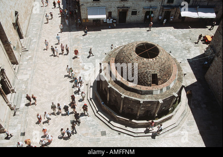 Gran Fuente de Onofrio tomadas de antiguas murallas de la ciudad, la costa Dálmata, Dubrovnik, Croacia