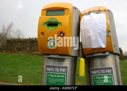 Dispensador de ticket de aparcamiento cerca de Cardiff, Gales del Sur GB UK 2007