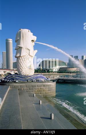 Singapur, estatua Merlion y Suntec City Skyline