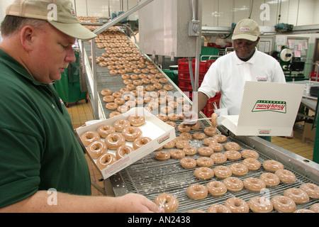 Carolina del Norte South Tar Heel State Wake County Raleigh Krispy Kreme Donuts Línea de producción American Americans NC 102403 0002