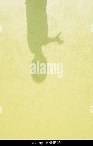La sombra del niño sobre el terreno, más cerca Foto de stock