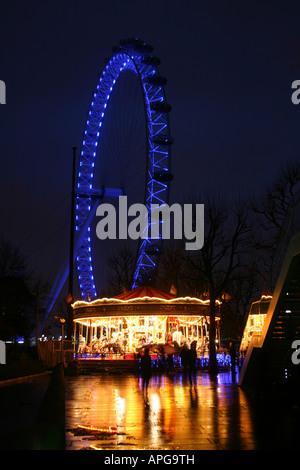 London eye en Night Shot en la orilla sur de noche Foto de stock