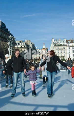 París Francia, familias francesas Ice Skating Ring, en Town Square, patinadores escenas invernales al aire libre