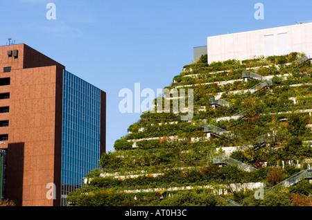 Edificio Acros Fukuoka Tiene Espectacular Arquitectura Con