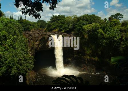 Aunuenue falls, comúnmente conocido como Rainbow falls, cerca de hilo en la Isla Grande de Hawai