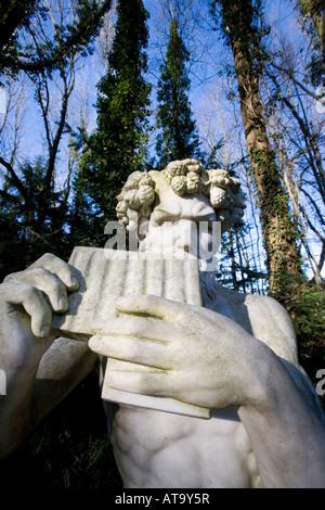 Der Griechische Gott Pan im Park Modo Verde, Dios griego Pan en los terrenos de recreo del Mondo Verde, Países Bajos