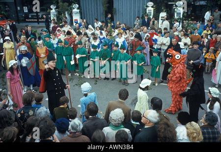 Helston Furry danza Helston Cornwall England día de la Flora 8 de mayo. Hal An Tow 1989 1980 Reino Unido HOMER SYKES
