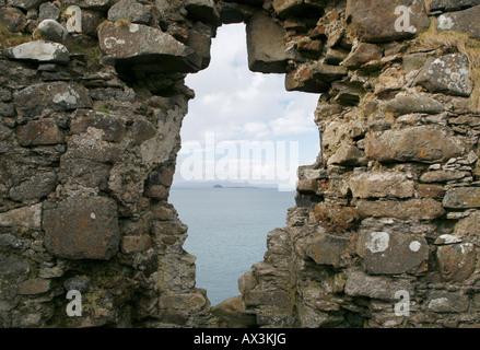 La vista desde el castillo de Duntulm Foto de stock