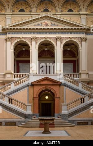 Interior de la sala Rudolfinum, en Praga, República Checa