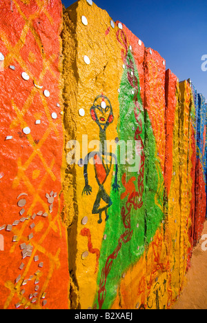 La pared pintada en colonia de artistas, el Gran Desierto de Thar, cerca de Jaisalmer, Rajasthan, India, el subcontinente, Asia Foto de stock