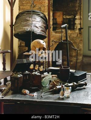 Las herramientas de preparación y cráneo humano en una antigua farmacia del siglo XIV.
