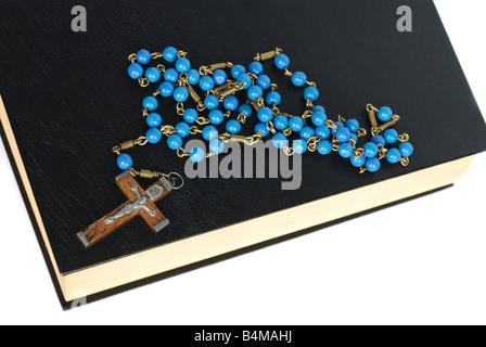 La Santa Biblia y Rosario