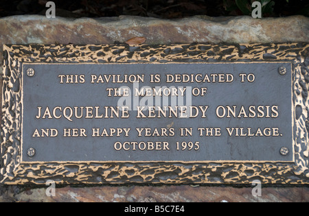 Placa a la Jackie Kennedy Onassis Pavillion, dedicada en honor de la ex primera dama