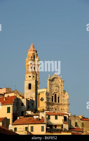 Cervo con la iglesia parroquial de San Giovanni Battista, Riviera dei Fiori, en Liguria, Italia, Europa