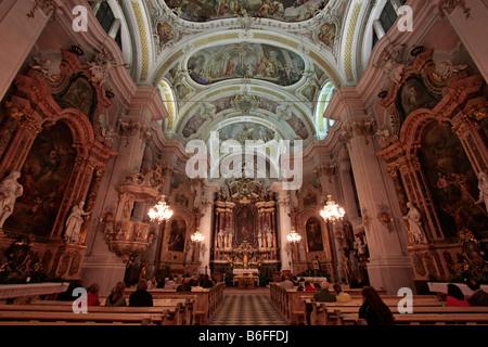 Interior de la iglesia parroquial de San Juan Bautista en Toblach, Hochpustertal, Alto Adige, Italia, Europa