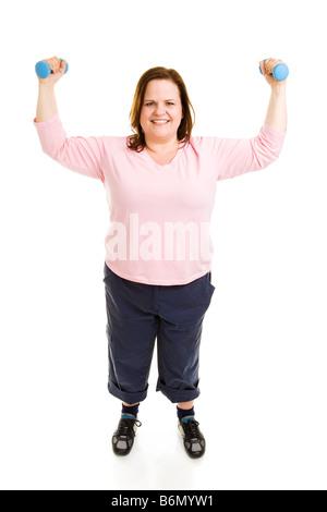 Hermoso modelo de tamaño plus ejercicios con pesas de cuerpo completo aislado en blanco