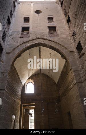 Patio y iwan, madrasa Shafi'i, Sultán Hasan complejo, El Cairo, Egipto