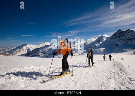 Grupo de personas glacier trekking al glaciar Jungfraufirn, Grindelwald, en el Oberland Bernés (Highlands), Cantón de Berna, Suiza