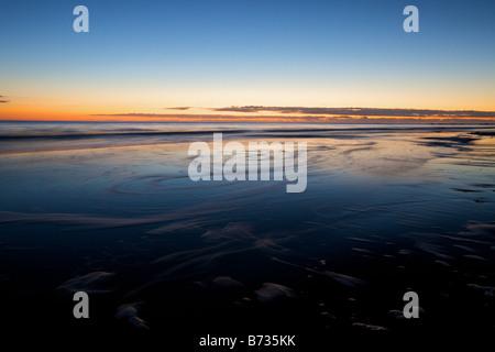 Amanecer en Folly Beach en la isla de Morris Park, cerca de Charleston, Carolina del Sur