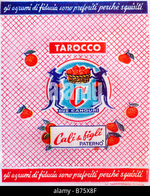 Impreso / Ephemera cítricos wrapper en Italia - Canguros celebración cesta ilustración con un pañuelo de papel. Foto de stock