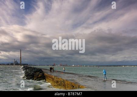 Poolbeg Sotrmy clima en el Embarcadero, en Dublín, República de Irlanda Foto de stock