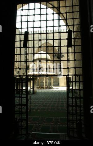 Fuente en el patio del sultán Hassan mezquita de El Cairo, Egipto