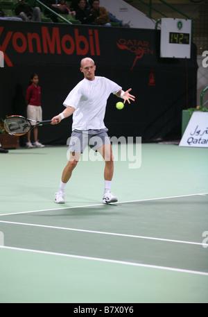 Estrella ruso Nikolay Davydenko jugando en Doha (Qatar) el 5 de enero de 2007 en Qatar en el Torneo Abierto de Tenis de ExxonMobil