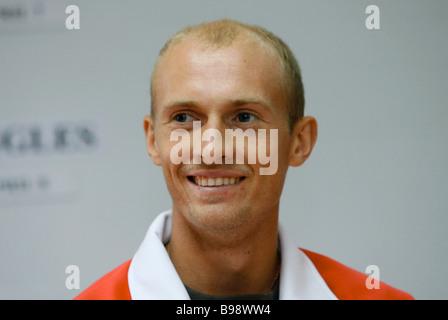 El tenista ruso Nikolay Davydenko número cuatro ranking durante el sorteo de la Copa Davis El Estadio Luzhniki