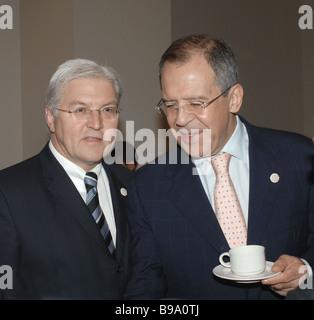 El ministro alemán de Asuntos Exteriores, Frank Walter Steinmeier y el Ministro de Exteriores ruso Sergei Lavrov, de izquierda a derecha en el ámbito internacional