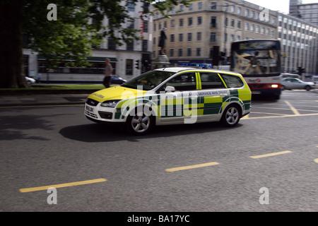 Septiembre 2006 - Paramédico coche a gran velocidad en el centro de la ciudad de Bristol.