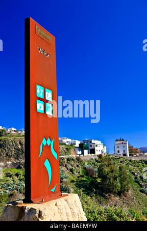 Cartel a la entrada de la ciudad de Valor,Las Alpujarras,en la periferia del Parque Natural de Sierra Nevada, provincia de Granada.