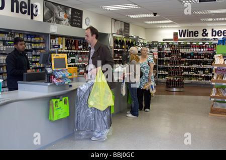 Supermercado Co-Op Chorlitejo Ciudad Londres Foto de stock