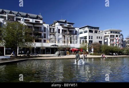 Los edificios comerciales y residenciales en el nuevo centro, Timmendorfer Strand, Ostholstein Holstein, Schleswig-Holstein, Alemania