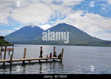 Painet jj1584 agua personas persona escenas de Guatemala lago Atitlan embarcadero América Latina América central paisaje país