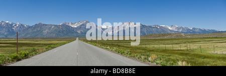 Sierra Nevada Mountains, visto desde Benton cruzando rd California