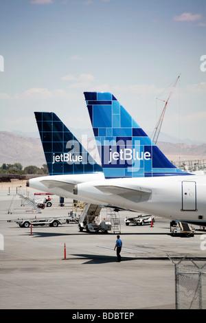 Dos aviones Airbus Jet Blue en el Aeropuerto de Las Vegas.