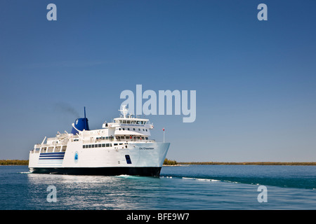 Chi-Cheemaun ferry de pasajeros y de vehículos que salgan Tobermory en la península de Bruce de la isla Manitoulin en el Lago Huron Ontario Cana Foto de stock