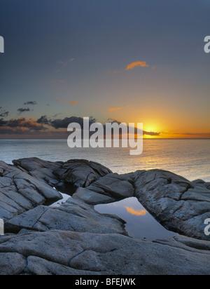Puesta de sol sobre la cabeza, Lakie Cape Breton Highlands National Park, Nova Scotia, Canadá