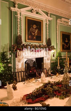 Reino Unido, Inglaterra, Cheshire, Knutsford, Tatton Hall, mesa de comedor set y decorado para la comida de Navidad