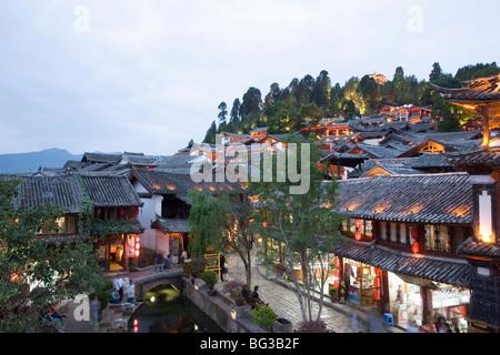 El casco antiguo de la ciudad, Lijiang, Sitio del Patrimonio Mundial de la UNESCO, en la provincia de Yunnan, China, Asia