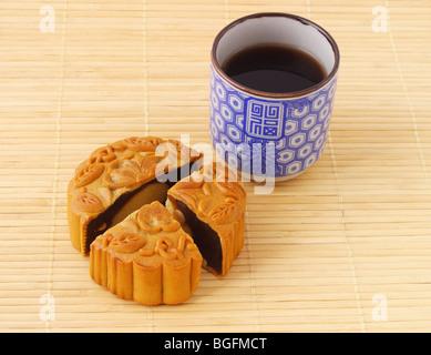 Mooncake chino y taza de té de bambú mat