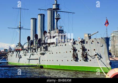 El crucero Aurora, famosa por disparar el disparo que inició la Revolución de Octubre, San Petersburgo, Rusia Foto de stock