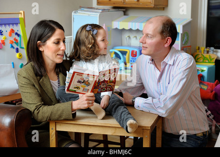 Una pareja joven con su hija en una guardería playroom UK