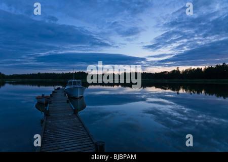 Noche de luz alrededor del solsticio de verano en Suecia.