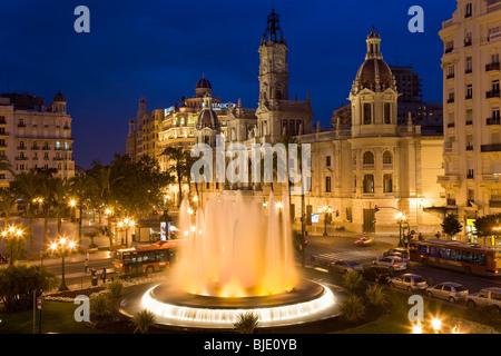 El Ayuntamiento y la Plaza del manantial Aguntamiento Costa del Azahar Valencia provincia de Valencia España