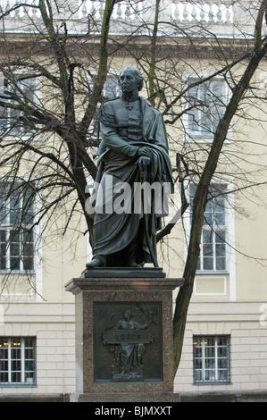 Estatua del General Hans David Ludwig Graf Yorck von Wartenburg Unter den Linden en Berlín, Alemania