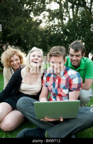 Los estudiantes con portátil